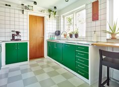 retro home decor australia Kitchen Flooring, Kitchen Dining, Kitchen Cabinets, Home Decor Australia, Retro Home Decor, Kitchen Interior, Home Kitchens, Kitchen Remodel, Small Spaces
