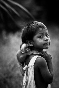 Brazil 2011 by Raphael Alves Kids Around The World, People Of The World, Animals Of The World, Animals For Kids, Draw On Photos, Photos Du, Black And White Portraits, Black And White Photography, Portrait Fotografia