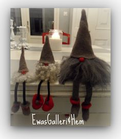 I made little hats, I could make legs and boots felting sweater parts. I have some wool for beard