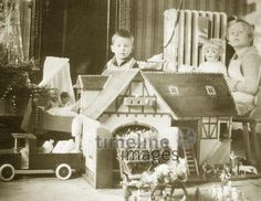 Weihnachten in Davos, 1927 Photo Black, Black White Photos, Black And White, Davos, Gingerbread, Germany, Art Deco, Kids Doll House, Christmas