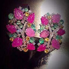 scavia_official#scavia #luxury #jewels #jewelry #jewellery #earrings #white #gold #gems #diamonds #pink #sapphires #rubies #emeralds #green #yellow #leaves #precious #madeinitaly #handmadejewelry #handmade