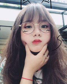 Vừa qua cư dân mạng đã dậy sóng lên loạt ảnh những cô gái vô cùng dễ thương khi mang một cặp kính vô cùng độc đáo
