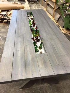 These Carpenters' Brilliant Picnic Table Transformation Is Going Viral. Diy Outdoor Table, Diy Outdoor Furniture, Patio Table, Picnic Table, Outdoor Dining, Garden Furniture, Diy Garden Table, Beer Garden, Furniture Ideas