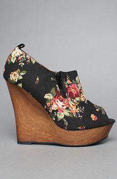 The Rai XVIII Shoe in Black Floral