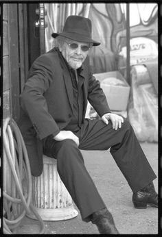Merle Haggard - - age Country and Western singer - died of double pneumonia and died on his birthday.He was born in Bakersfield, California. Country Western Singers, Country Musicians, Country Music Artists, Country Music Stars, Country Life, Outlaw Country, American Country, Bonnie Owens, Music Photo