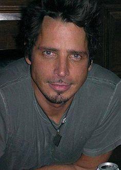 Chris Cornell is hot hot hot!!!