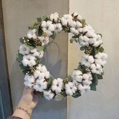 Decorations with cotton flowers: 20 ideas not to be missed! Origami Christmas Ornament, Christmas Diy, Christmas Wreaths, Christmas Decorations, Christmas Ornaments, Dried Flower Bouquet, Diy Bouquet, Dried Flowers, Felt Flowers