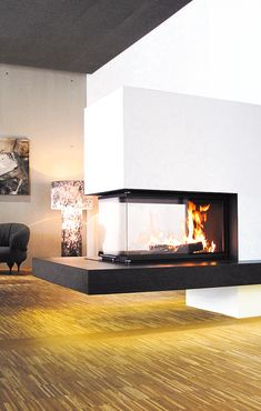 Ein schwebender Kamin im Büro? Egal wo man so eine Anlage verbaut - das Staunen. A floating fireplace in the office? No matter where you install such a system - the amazement of the viewer is Floating Fireplace, Open Fireplace, Diy Fireplace, Fireplace Design, Fireplaces, Foyers, Minimalist Living, Interior Design Living Room, Interior Architecture