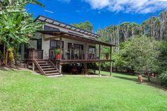 บ้านชั้นเดียว ยกสูงพองาม มาพร้อมกับเฉลียงร่มรื่นหน้าบ้าน   NaiBann.com