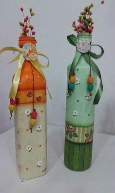 Pin on Garrafas decoradas Wine Bottle Design, Wine Bottle Art, Painted Wine Bottles, Painted Jars, Diy Bottle, Beer Bottle, Beer Crafts, Decoupage Glass, Glass Bottle Crafts