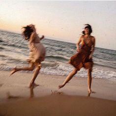 Beach Girls, Summer Girls, Shotting Photo, Summer Dream, Teenage Dream, Summer Aesthetic, Friend Pictures, Friend Pics, Victoria