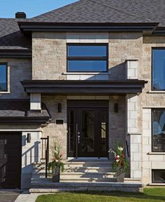 Cinco Brick from Echelon Masonry closely resembles natural stone, but installs like brick resulting in a more affordable and simpler installation. Foyers, Canadian House, Architecture, Home Remodeling, Brick, Photo Galleries, Farmhouse, Exterior, House Design