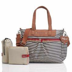 Découvrez le sac à langer Cara de couleur bleu marine par Babymel. Trés pratique comme sac à langer, il est en plus utilisable comme sac à main grâce à son design moderne ! Un 2 en 1 pour ce sac à langer trés mode !