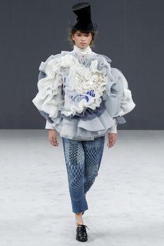 cool Viktor & Rolf Fall 2016 Couture Fashion Show - Vogue Haute Couture Paris, Couture Mode, Style Couture, Couture Fashion, Fashion Week, Fashion Art, Fashion Show, Fashion Looks, Fashion Design