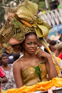 """""""Reine au Carnaval des fleurs """" by Sébastien Dossous - Haiti"""
