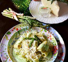 Il pesto di asparagi noci e caprino è un mix di ingredienti molto saporiti ed un'esplosione di gusto che donerà alla vostra pasta quel tocco in più. Un'ennesima variante al pesto classico quello genov