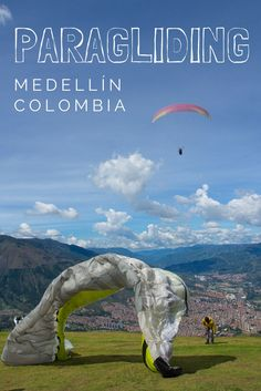 Take off with us and paraglide over the hills of Medellín, Colombia! Face your fears spinning in the air and enjoy the sublime scenery.