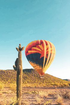 Phoenix+Scottsdale is looking at some BEAUTIFUL weather this week! Wake up with the Sun and feel the chilly morning air on your face, or wait until the afternoon and watch the Sun set with us. Air Balloon Rides, Hot Air Balloon, Rock Crafts, Places To See, Phoenix, Cool Photos, Arizona, Road Trip, Balloons