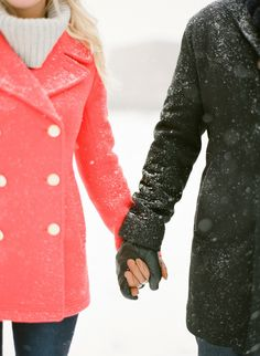 I was perfectly happy bidding farewell to all things winter for the season. But then KT Merry sent along this snowy Chicago e-sesh and I suddenly changed my tune. Complete with flurries and romance, cozy fashion and one adorable fur baby, this Winter Engagement Pictures, Chicago Engagement Photos, Engagement Couple, Engagement Shoots, Country Engagement, Engagement Ideas, Fall Engagement, Couple Photography, Engagement Photography