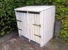 Mooi idee voor de gft in te zeteen Pallet Door, Pallet Art, Pallet Ideas, Pallet Projects, Bin Shed, Garbage Shed, Willow Wood, Pallet Creations, Outside Living