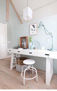 Colori chiari, luce e ispirazioni scandinave. E' la craftroom giusta per voi?