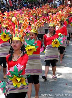 Panagbenga is month-long annual flower festival occurring in Baguio. The festival, held during the month of February, was created as a tribute to the city's flowers and as a way to rise up from the devastation of the 1990 Luzon earthquake. Philippines Tourism, Philippines Culture, Philippines Vacation, Carnival 2015, Carnival Ideas, Filipino Culture, Baguio City, Flower Festival, Festivals Around The World