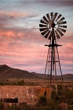 Karoo a semi-desert natural region of South Africa Farm Windmill, Old Windmills, Westerns, Country Scenes, Water Tower, Old Farm, Country Farm, Le Moulin, Africa Travel