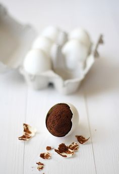 Now this is my kind of Easter egg - chocolatey brownie inside an egg (hmmmm, how'd they do that????)