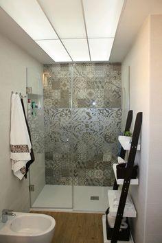 Vista de la ducha baño principal, reforma apartamento Denia