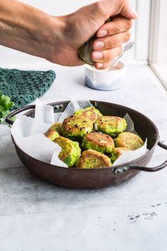 "Veggie deller m/ ""edermandme"" bønner Greek Recipes, Veggie Recipes, Vegetarian Recipes, Healthy Recipes, Veggie Patties, Superfood Salad, Veggie Dinner, Foods With Gluten, Food To Make"