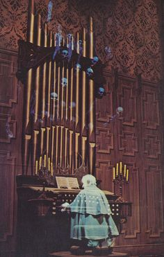 So much good entertainment involves a pipe organ: The Phantom of the Opera, 20,000 Leagues Under the Sea, Pirates of the Caribbean: Dead Man's Chest, and here, the Haunted Mansion at Disneyland. (Technically, though, this is Nemo's organ.)