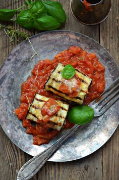 Kuchnia w zieleni: Bakłażan faszerowany mięsem mielonym Grill Pan, Eggplant, Zucchini, Grilling, Healthy Eating, Kitchen, Blog, Griddle Pan, Eating Healthy