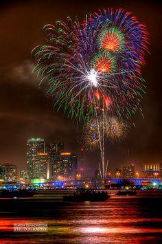 Fireworks in Miami, Florida. Downtown Miami, Miami Florida, Florida Beaches, Miami Beach, Florida Travel, South Florida, Fogo Gif, Miami Skyline, Fire Works