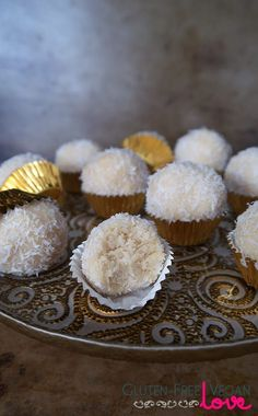 Raw coconut snowballs are real cuties, aren't they? :). These little guys are perfect for when you're feeling like something rich, coconuty, and sweet...