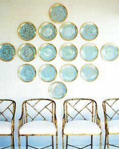 Plate/wall arrangement