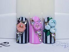 Какой больше нравится? Цветочки сделаны вручную .................... ➡️Запись в Viber/WhatsApp 8-999-250-28-97 или в лс ..................... #маникюрчик #bubble #candyball #идеальныеблики#ручнаяросписьногтей#геометрическийдизайн#маникюрдизайн#маникюркотлас #ногтивкотласе #котлас#маникюрнавыходной #маникюр#nails #nailswag #nailstagram #nailsoftheday #nailsart #nailstyle #nail #nailart #naildesign#naildesigner #instanailstyle#instanailart#коди