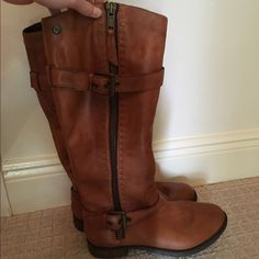 Steve Madden riding boots Tan riding boot, excellent condition! Steve Madden Shoes Winter & Rain Boots