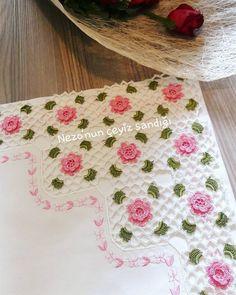 Fotoğraf açıklaması yok. Baby Knitting Patterns, Crochet Patterns, Crochet Borders, Crochet Diagram, Crochet Flowers, Handicraft, Christmas Fun, Embroidery, Fabric