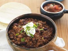 Chili con Carne ist ein Rezept mit frischen Zutaten aus der Kategorie Eintöpfe. Probieren Sie dieses und weitere Rezepte von EAT SMARTER!