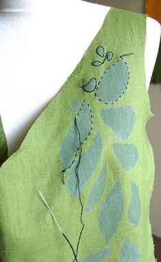 An idea from the Alabama Stitch Book applied here to a linen dress I'm working on. The leaves were stenciled on with fabric paint and now I'm working on outlining the leaves with a little embroidery Embroidery Applique, Cross Stitch Embroidery, Embroidery Patterns, Sewing Patterns, Embroidery Dress, Techniques Couture, Sewing Techniques, Fabric Painting, Fabric Art