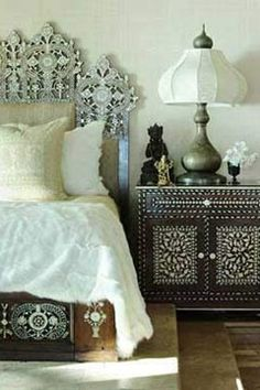 Moroccan Bedroom - Design photos, ideas and inspiration. Amazing gallery of interior design and decorating ideas of Moroccan Bedroom in bedrooms, living rooms, girl's rooms by elite interior designers. Ethnic Bedroom, Moroccan Bedroom, Indian Bedroom, Moroccan Interiors, Oriental Bedroom, Moroccan Inspired Bedroom, Home Bedroom, Bedroom Decor, Bedroom Interiors