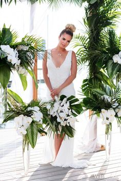 Are you thinking about having your wedding by the beach? Are you wondering the best beach wedding flowers to celebrate your union? Here are some of the best ideas for beach wedding flowers you should consider. Beach Wedding Flowers, Beach Wedding Decorations, Wedding Themes, Wedding Centerpieces, Floral Wedding, Tropical Wedding Bouquets, Tropical Weddings, Flowers For Weddings, Tropical Centerpieces