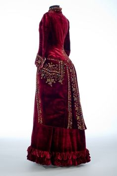 ~Paris, Skirt and polonaise, 1885. Velvet, beads, silk, glass~   Collection of Shelburne Museum.