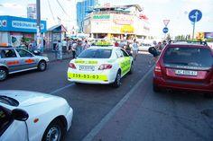 Из-за нежелания водителей такси ездить по «минимальному тарифу», находчивые жители Киева все же находят способ заставить таксистов это делать.