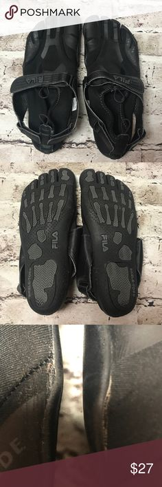 FILA SKELE-TOES EZ-SLIDE RUNNING/WATER SHOES These running/water shoes simulate a barefoot experience with toe separators for maximum flexibility and a lightweight feel. They are great when walking through river beds and over rocks or kayaking. The tread is supportive and comfortable. Fit: True to Size Outsole: Rubber Upper: Textile/Synthetic Special Features: Barefoot, Running. They are gently used but have a couple of weak areas near the sole that might need reinforcement after some wear…