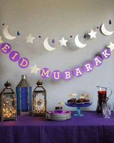 For eid and ramadan, people decorate their house with lanterns and a star and crescent. These decorations are usually lit up around the neighbourhoods to commence ramadan or eid and helps people get into the spirit of giving. Eid Moubarak, Eid Al Adha, Fest Des Fastenbrechens, Decoraciones Ramadan, Aid El Fitr, Circle Garland, Star Garland, Ramadan Gifts, Ramadan Mubarak