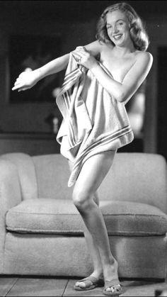 """Marilyn""""Towel Series"""" Photographed by Earl Moran ~1947"""