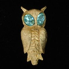 Gold tone metal pin in the shape of an owl. The bird has large light blue rhinestone eyes. The pin is in good to very good condition. Bird Jewelry, Unique Jewelry, Owl, Brooch, Eyes, Trending Outfits, Handmade Gifts, Vintage, Kid Craft Gifts