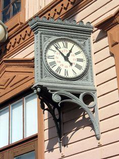 Pieksämäen rautatieaseman kello Coo Coo Clock, Grandfather Clock, Beautiful Buildings, Towers, Old Houses, Finland, Clocks, Nostalgia, Antiques