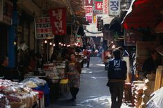 Multiple mentions of this. Will need to find this. >> Morning sunlight over Seoul's Namdaemum Market.